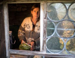 Sandra am Fenster
