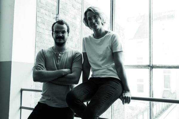 Die beiden Gründer von Erlich Textil stehen nebeneinander