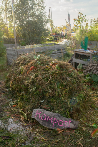 Wie Kompost dem Boden hilft